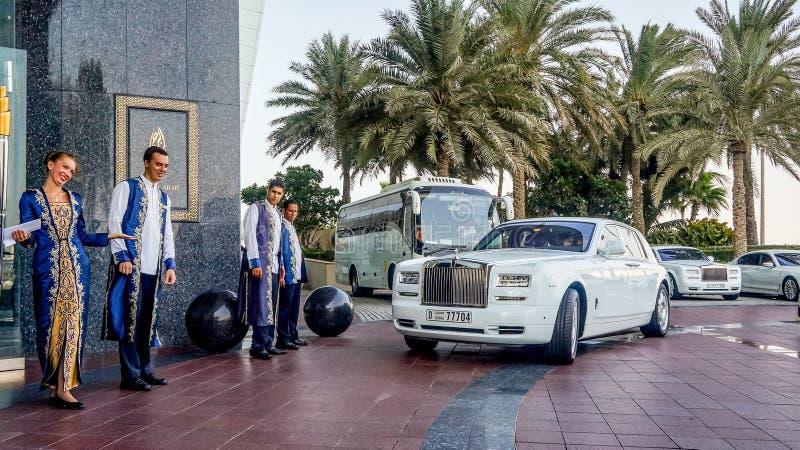 Spotkanie goście w limo przy hotelowym Burj al arabem obrazy royalty free