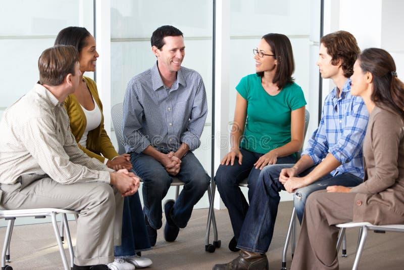 Spotkanie grupa pomocy zdjęcia stock