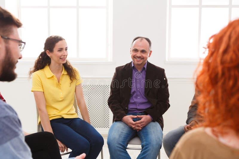 Spotkanie grupa pomocy, terapii sesja zdjęcia royalty free