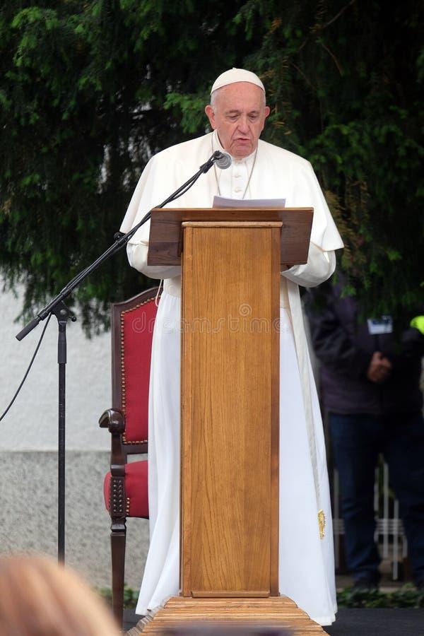 Spotkanie papieża Franciszka z młodzieżą przed katedrą w Skopje zdjęcia royalty free