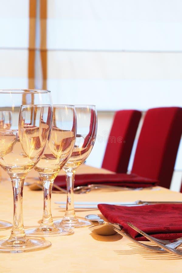 Download Spotkanie stół zdjęcie stock. Obraz złożonej z restauracja - 13341594