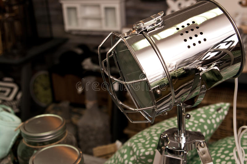 Spotligh-Lampe im Verkauf stockfotos