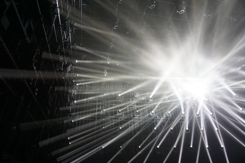 spotlights raios de conexão do fundo claro fotografia de stock