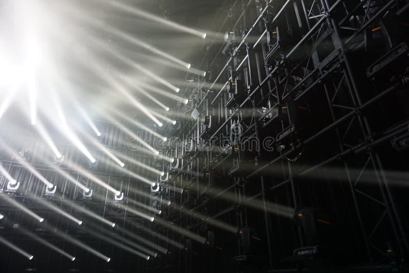 spotlights raios de luz de conexão fotografia de stock royalty free