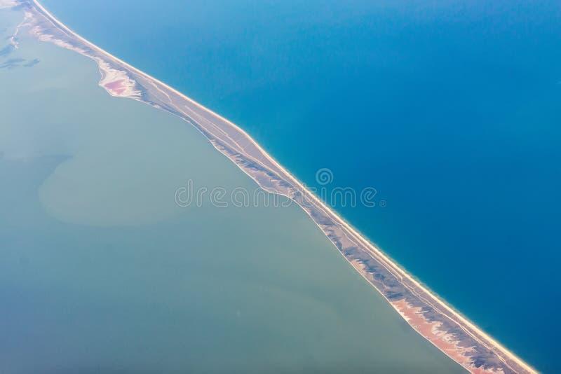 Spotta den Arabat pilen, havet av Azov royaltyfri bild