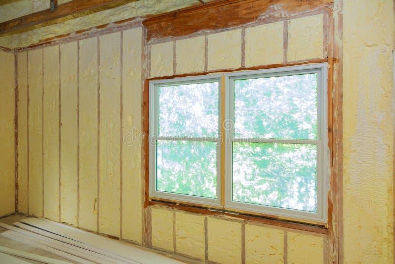 Sprühendes Polyurea, Schaumbeschichtungsisolierung des Dachs stockbild