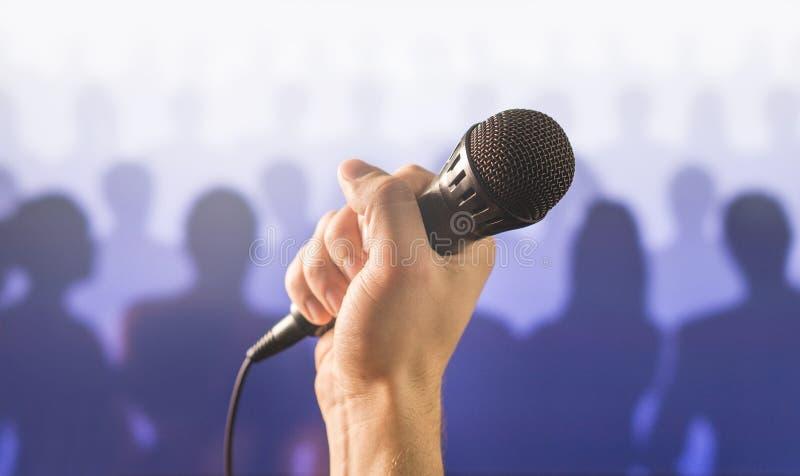 Sprachekonzept des öffentlichen Sprechens und des Gebens lizenzfreie stockfotos