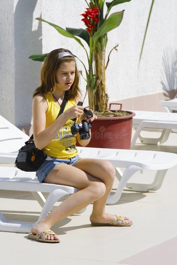 sprawdźcie kamery dziewczyna obrazy stock