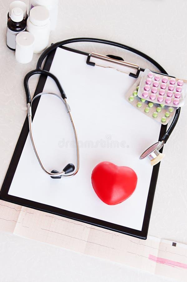 sprawdzać serce medycznego obraz royalty free