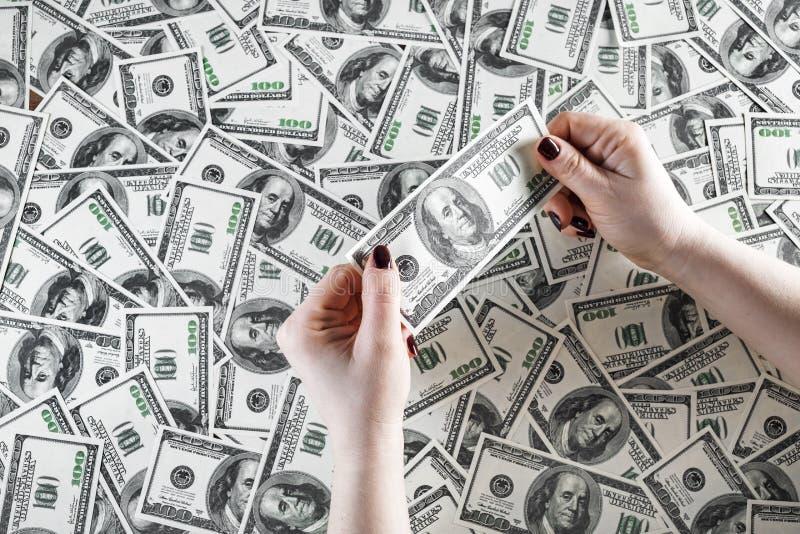 Sprawdza autentyczność pieniądze obraz stock