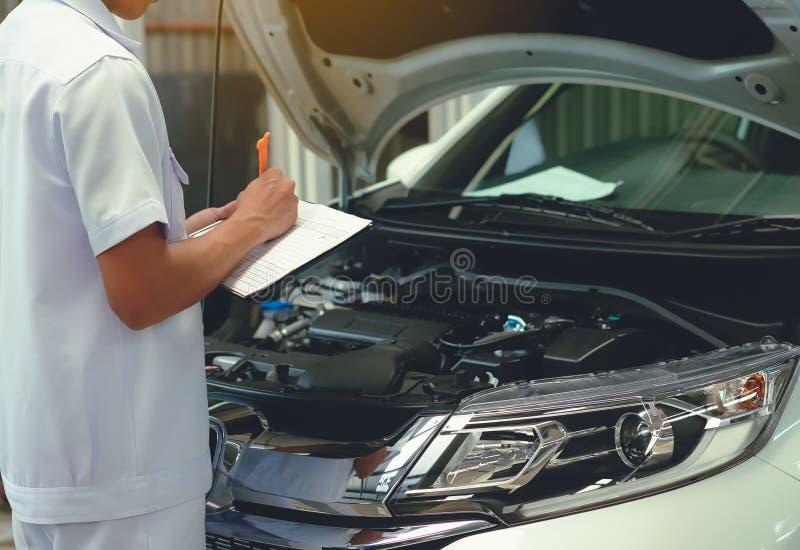 Sprawdza szczegóły pojazd naprawiać po to, aby Szczegół li obrazy royalty free