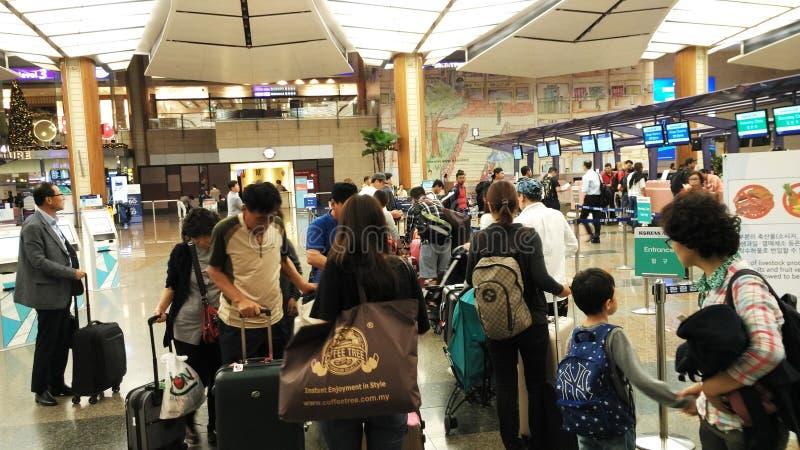 Sprawdza Wewnątrz kontuar w Changi lotnisku Singapur obraz royalty free