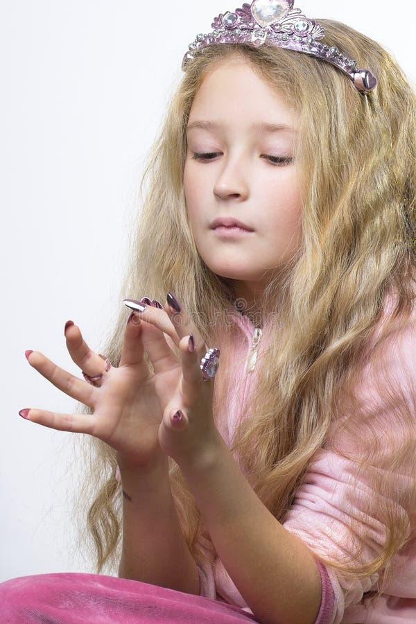 sprawdzić paznokcie palców. zdjęcia stock