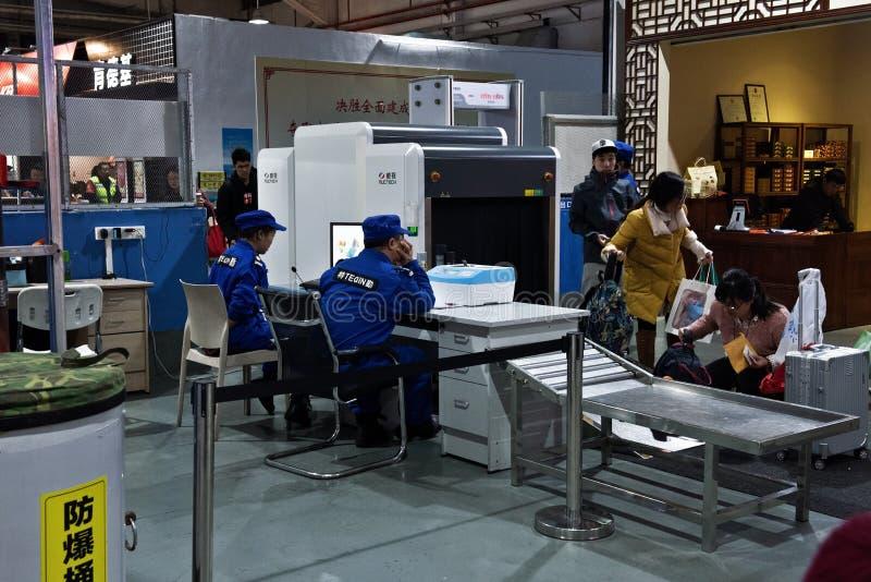 Sprawdzian bezpieczeństwa bagaż przy Zhuhai portem, Chiny zdjęcia royalty free