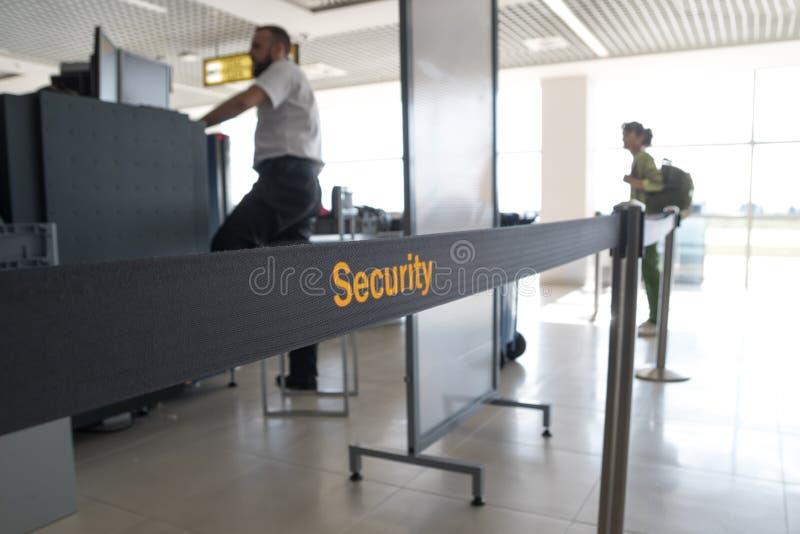 Sprawdzian bezpieczeństwa bagaż w lotnisku zdjęcie royalty free