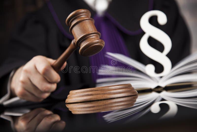 Sprawiedliwość i prawa pojęcie W Sala sądowej męski Sędzia fotografia royalty free