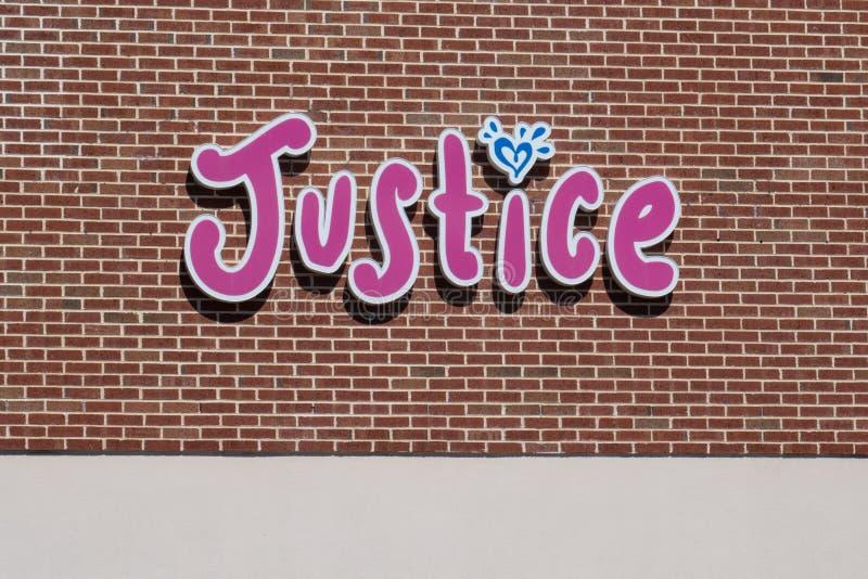 Sprawiedliwość wprowadzać na rynek jest sklepem odzieżowym «tween «dziewczyny obraz royalty free