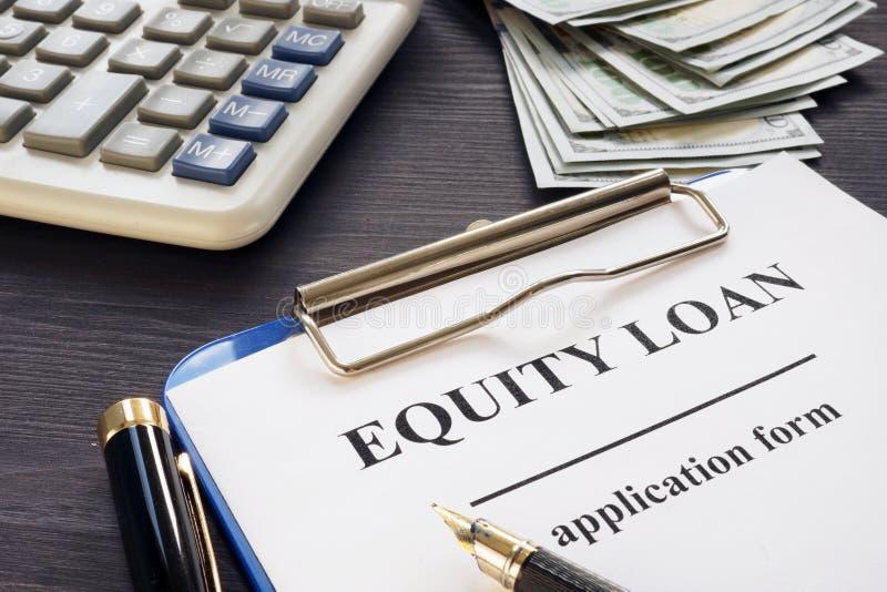 Sprawiedliwości pożyczki forma na stole obrazy stock