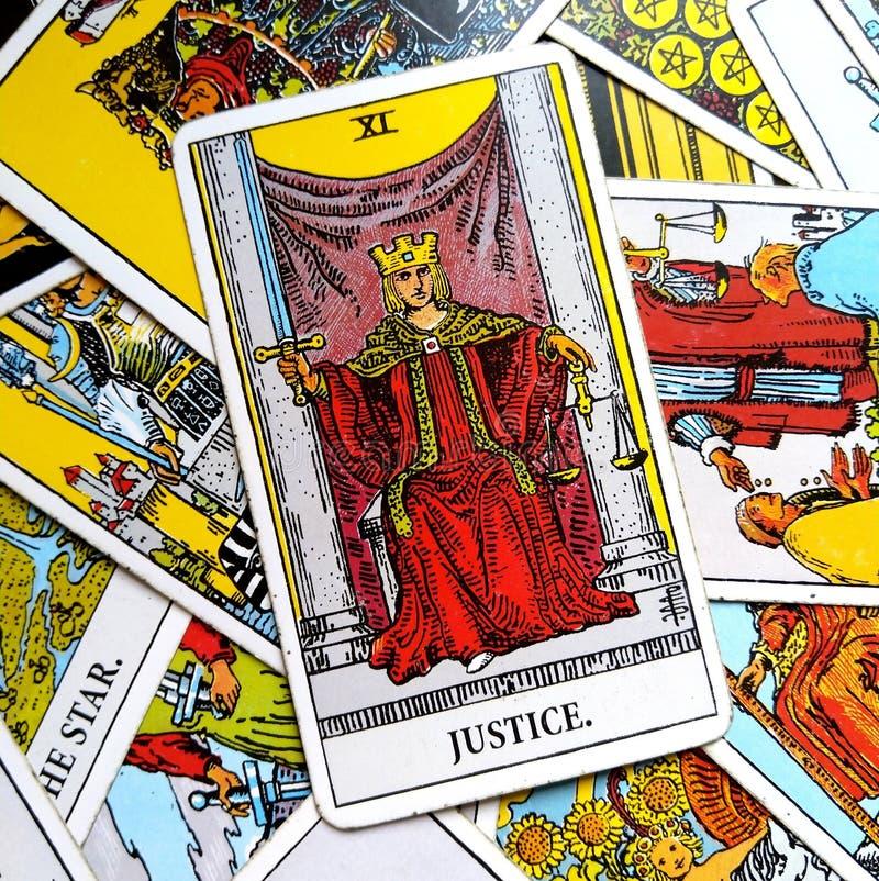 Sprawiedliwości Tarot karty sąd i prawo, legalność, kontrakty, dokumenty ilustracji