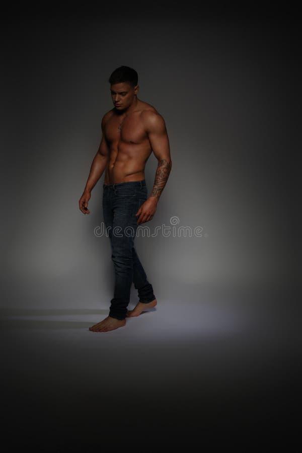 Sprawność fizyczna męski model obraz stock