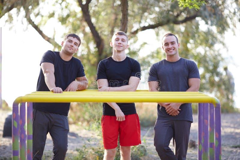 Sprawność fizyczna, sport i opracowywał pojęcie młodzi dorośli obrazy royalty free