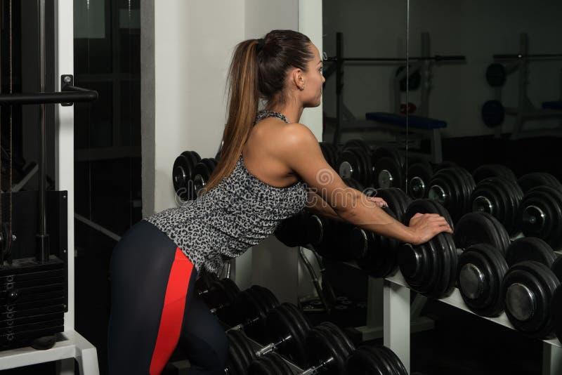 Sprawności fizycznej kobieta Odpoczywa Po ćwiczenia zdjęcie stock