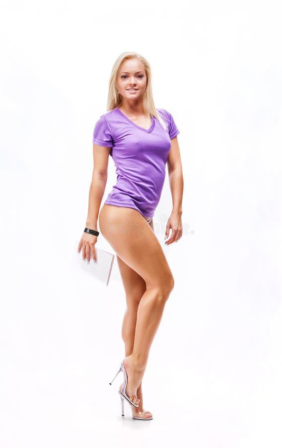 Sprawności fizycznej kobieta w sporta stylu pozyci zdjęcia stock
