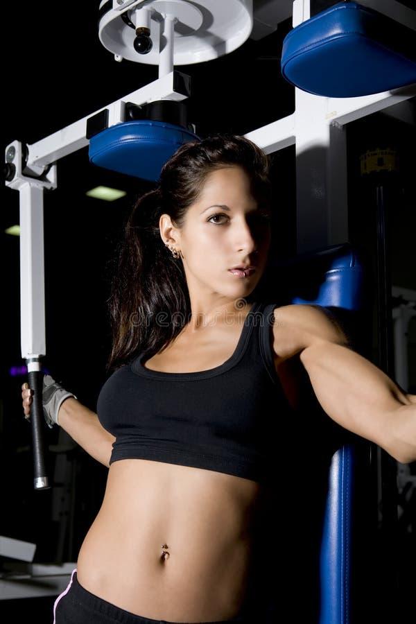 Download Sprawności Fizycznej Kobieta Zdjęcie Stock - Obraz złożonej z ręka, mięsień: 13334070