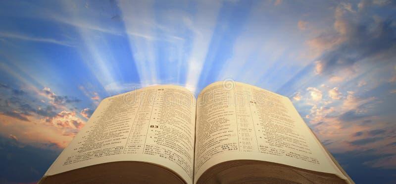 Sprawy duchowe biblii lekka nadzieja fotografia royalty free