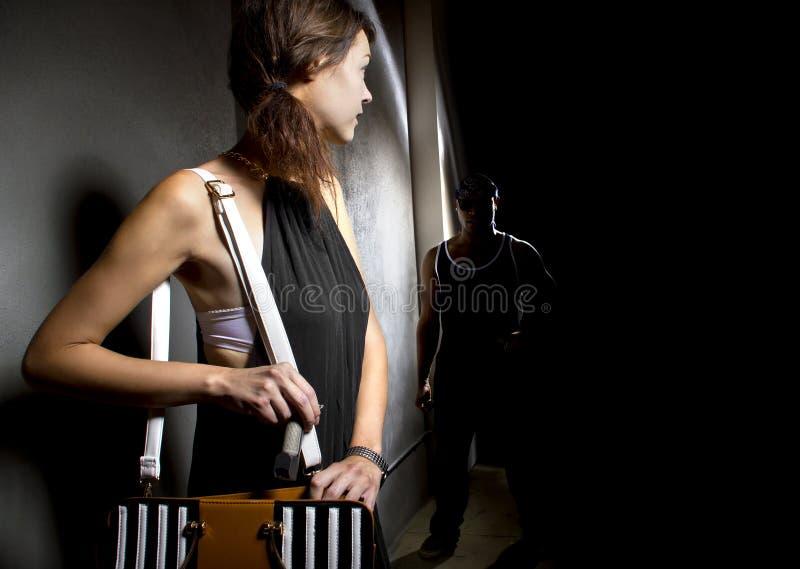 Spray au poivre pour la protection de femmes image stock