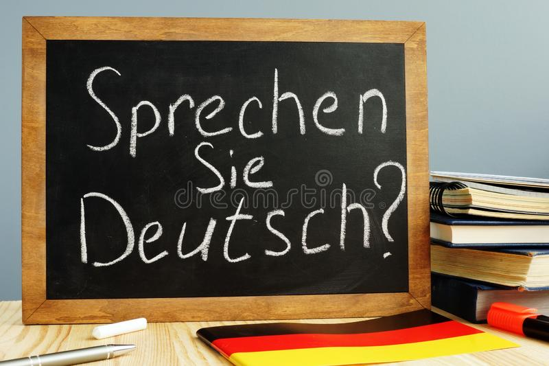 Sprechen Sie Deutsch scritto su una lavagna Impari il tedesco fotografia stock