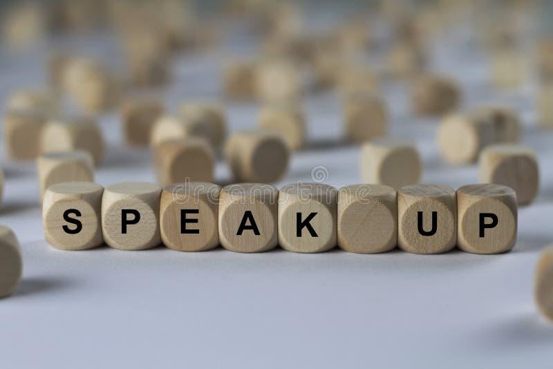 Sprechen Sie oben - Würfel mit Buchstaben, Zeichen mit hölzernen Würfeln stockfotografie