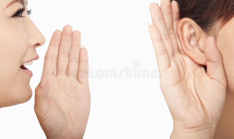 Sprechende und hörende Frauen lizenzfreie stockfotos
