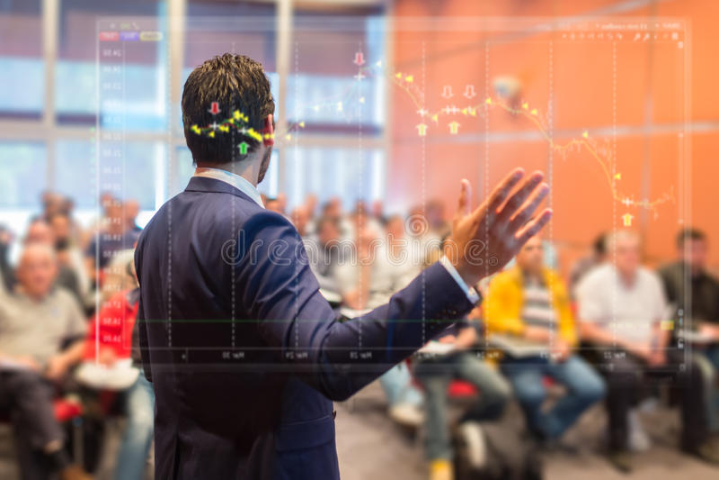 Sprecher bei der Geschäftskonferenz und der Darstellung stockfoto