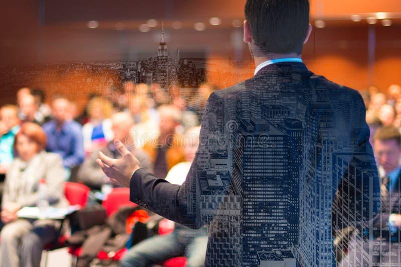 Spreker bij Bedrijfsconferentie en Presentatie stock foto's
