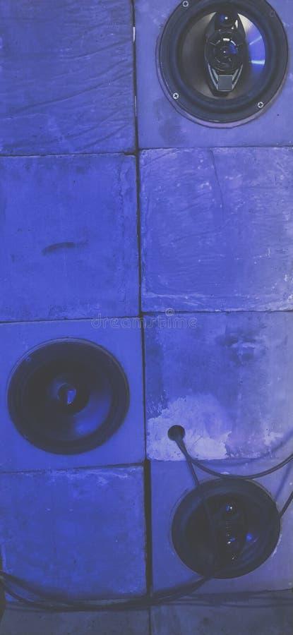 Sprekers in blauw licht royalty-vrije stock afbeelding