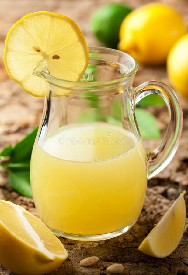 Spremuta di limone fotografia stock libera da diritti