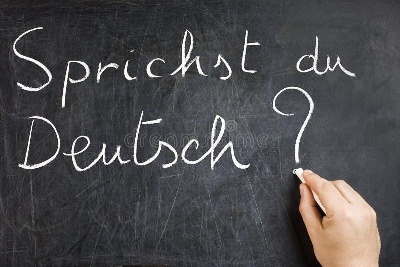 Sprichst du Deutsch Question sulla lavagna immagine stock libera da diritti