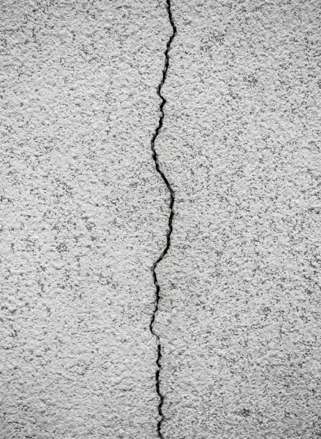 Spricka i betongväggen arkivfoton