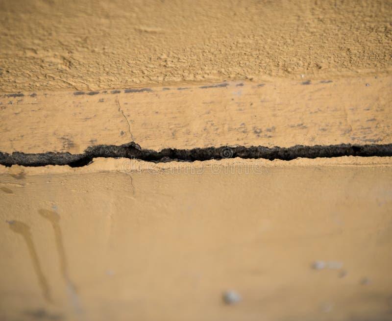 Spricka i betongväggen fotografering för bildbyråer