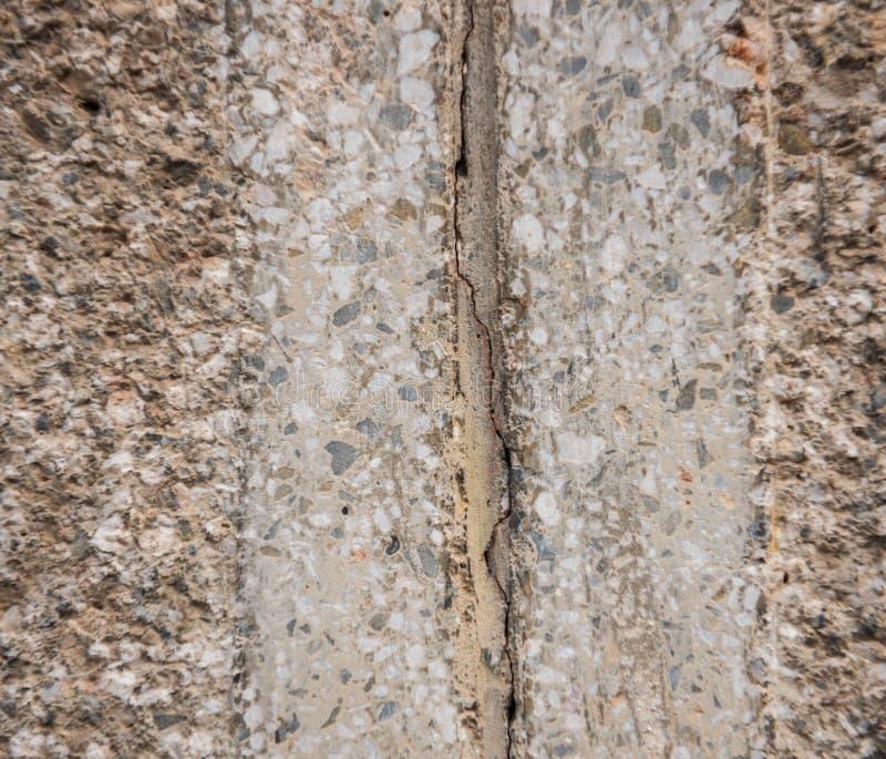 Spricka i betongväggen royaltyfri fotografi