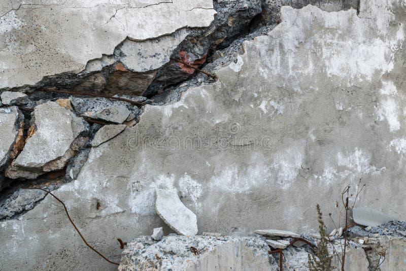 Spricka i gammal vägg arkivfoto