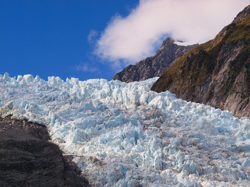 Spricka på en glaciär arkivfoton
