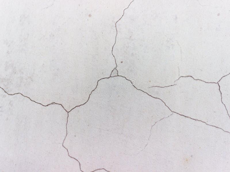 Spricka på en grå vägg royaltyfri foto