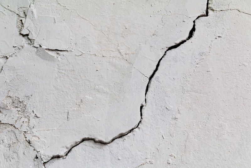spricka Textur av gammal målad vit murbruk sprucken vägg arkivfoton
