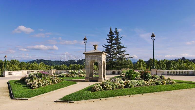 Springbrunn Alfred de Vigny i Pau, Frankrike royaltyfri fotografi