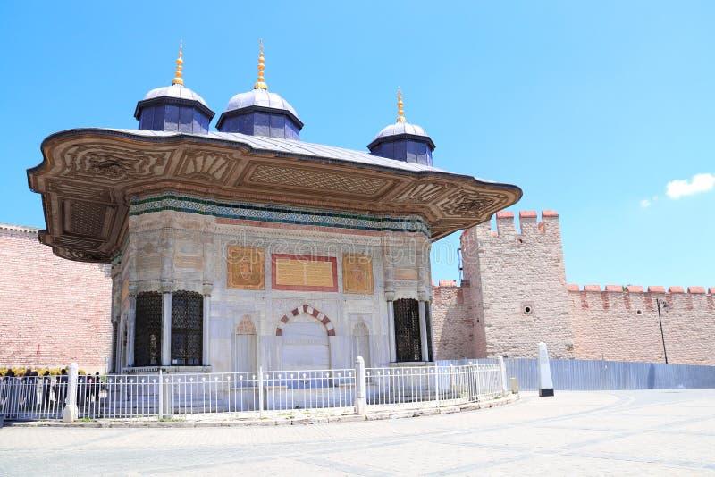 Springbrunn av Ahmed III, Topkapi slott, Istanbul, Turkiet arkivfoton