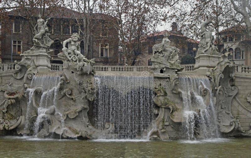 Springbrunn av de tolv månaderna i Turin arkivbilder