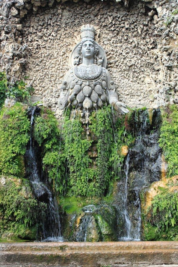 Springbrunn av Diana av Ephesus royaltyfria bilder