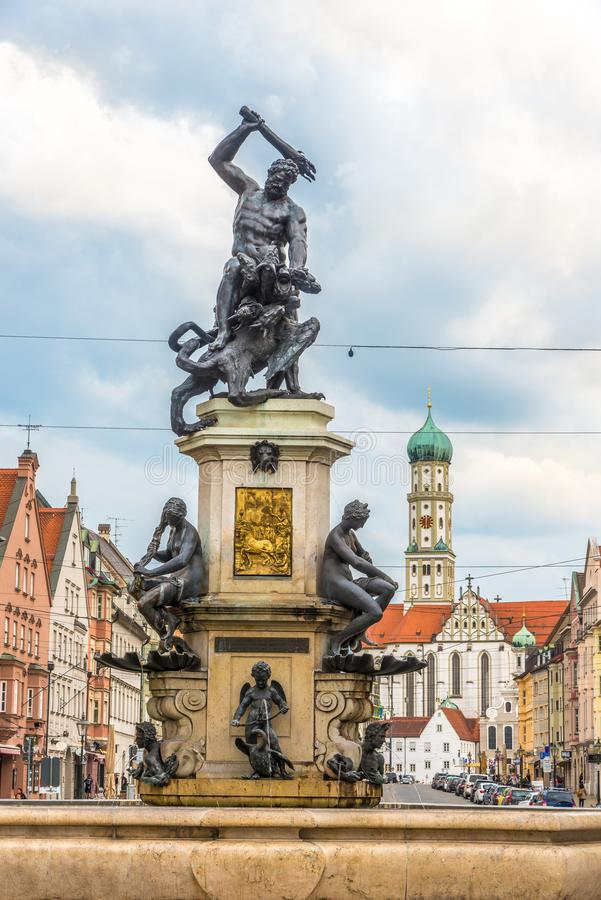 Springbrunn av Hercules i gatorna av Augsburg - Tyskland royaltyfri fotografi